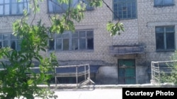 Разграбленный комбинат шахты Киселева, вместо которой появились лдесятки нелегальных копанок