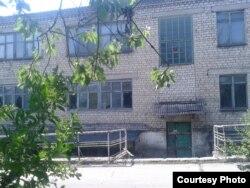 Розграбований комбінат шахти Кисельова, замість якої з'явились десятки нелегальних копалень