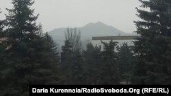 Позиції бойовиків угруповання «ДНР» видно з вікна (в народі – позиції «Крокодил»)