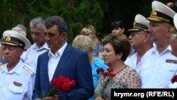 Губернатор Севастополя Меняйло и вице-спикер Алтабаева на митинге в Севастополе