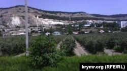 Сади поблизу населених пунктів під Севастополем