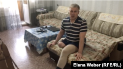 Житель Темиртау Олег Шарапатюк, человек с инвалидностью