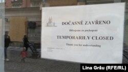 Comercianți din centrul orașului au fost nevoiți să-și închidă afacerea sau să afișeze reduceri în lipsa turiștilor. 12 octombrie 2020