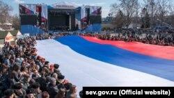 Rusiye bayrağı Aqyarda Nahimov meydanında, 2019 senesi, mart 18