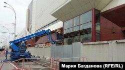 Демонтаж почали із розбору зовнішніх конструкцій будівлі