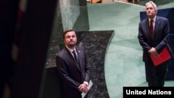 Leonardo DiKaprio we Maýkl Duglas BMG-nyň Baş assambleýasynda, Nýu-Ýork, 2016-njy ýyl