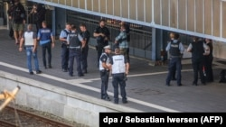 Полицейские на месте атаки на вокзале города Фленсбург