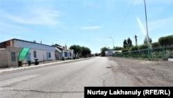 Единственная асфальтированная улица в Баршатасе