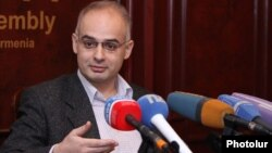 Armenia - Levon Zurabian, deputy chairman of the opposition Armenian National Congress, at a news conference in Yerevan, 14Nov2014.