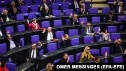 Sesija nemačkog parlamenta u vreme pandemije, april 2020.