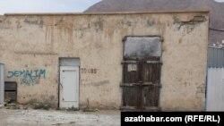 Трансформаторная будка в Балканабате, Балканская область Туркменистана (архивное фото)