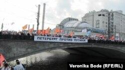 Во время акции протеста на Болотной площади. Москва, 6 мая 2012 года.