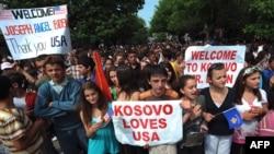 Qytetarët e Prishtinës i dëshirojnë mirëseardhjen zotit Bajden...