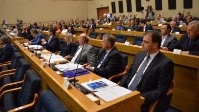 Procedure za izmjenu Poslovnika su pokrenute nedavno, nakon žestokih rasprava na posljednje dvije posebne sjednice entitetskog parlamenta