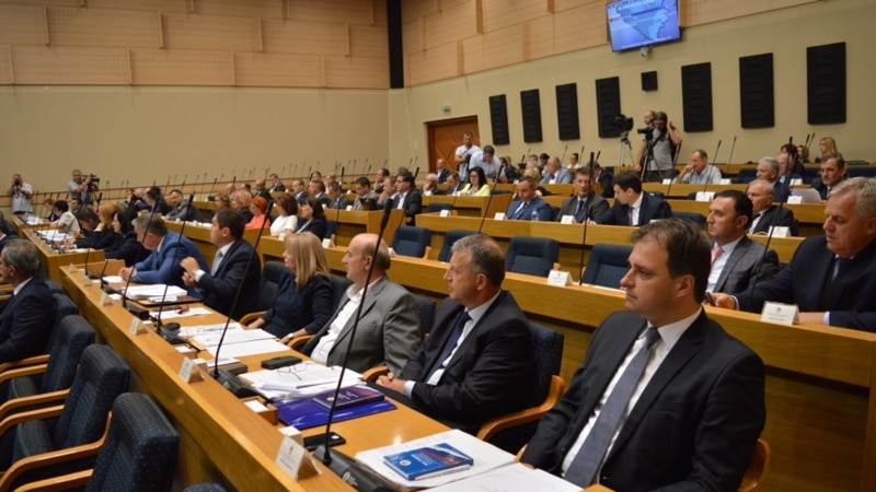 Dough Boys: Departing Bosnian Lawmakers Look For One Last Free Loaf