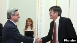 Armenia -- U.S. Deputy Secretary of State James Steinberg (R) meets with President Serzh Sarkisian in Yerevan on February 4 2010.