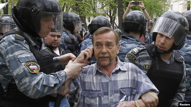 Riot police detain human rights activist Lev Ponomaryov during an unsanctioned protest in Moscow on May 7.
