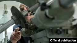 Հայաստանի ռազմական արտադրանք թողարկող գործարաններից մեկում, արխիվ