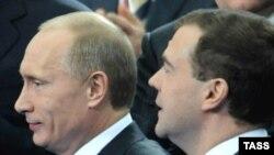 Владимир Путин и Дмитрий Медведев: наметились разногласия?