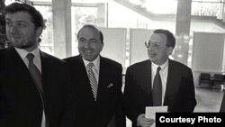 Солдан оңға: Ресей олигархтары Роман Абрамович, Борис Березовский, Владимир Гусинский.