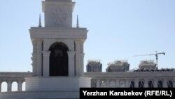 Барельеф Нурсултана Назарбаева в композиции монумента «Казах ели» в центре города Астаны.