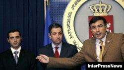 Кезерашвили начал свою карьеру помощником Михаила Саакашвили, когда тот еще был министром юстиции в правительстве Эдуарда Шеварднадзе