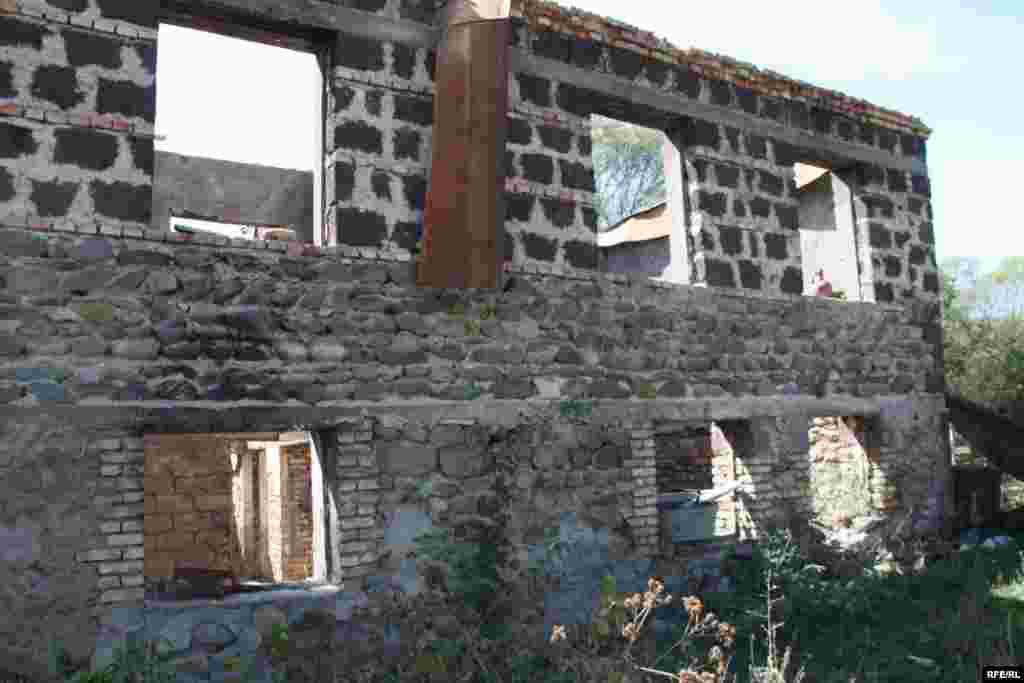 Разрушенный дом в селе Сарабуки