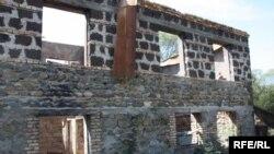 После августа 2008 года село оказалось почти полностью разрушенным