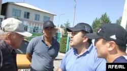 Кубанычбек Кадыров президенттик шайлоо күнкү окуяда. Балыкчы, 23-июль, 2009-жыл