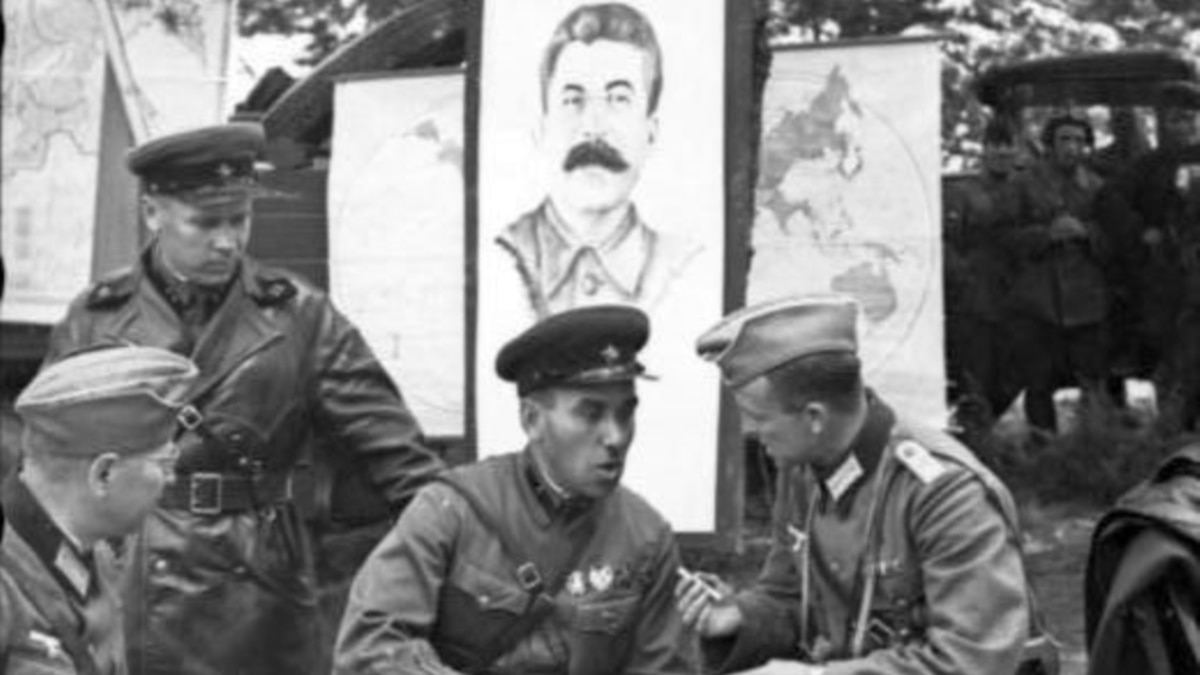 Украинцам стоит отказаться от празднования 9 мая €? профессор Петр Кралюк