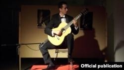 Настапот на гитаристот Миле Каровски во Даут Пашиниот Амам во Скопје е дел од неговата серија концерти во европските земји и во Македонија.