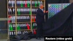 """Биньямин Нетаньяху продемонстрировал иранский """"ядерный архив"""", Тель-Авив, 30 апреля 2018 года"""