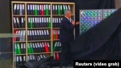 Իսրայելի վարչապետ Բենյամին Նեթանյահուն ներկայացնում է Իրանի միջուկային ծրագրի ենթադրյալ արխիվները, Թել Ավից, 30-ը ապրիլի, 2018թ․