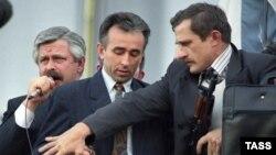 Александр Руцкой на балконе Белого дома. 3 октября 1993 года