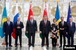 Participanţii discuţiilor de la Minsk