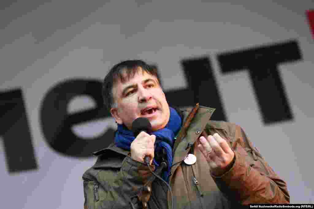 Міхеїл Саакашвілі заявив про намір створити штаб громадського контролю в Жовтневому палаці у Києві. Він сказав про це, виступаючи перед прихильниками на майдані Незалежності в центрі Києва