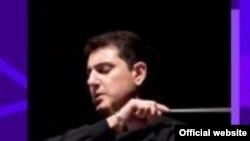 Հայաստանի ֆիլհարմոնիկ նվագախմբի գեղարվեստական ղեկավար և գլխավոր դիրիժոր Էդվարդ Թոփչյան
