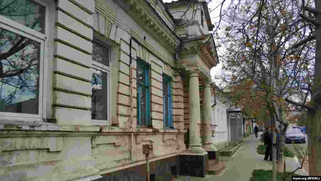 На улице Матвея Воронина сохранился дом богатого севастопольца, построенный в начале 20-го века