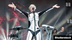 Гурт ONUKA і вокалістка Ната Жижченко виступають на фестивалі Atlas Weekend у Національному Експоцентрі. Київ, 29 червня 2017 року