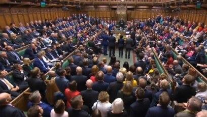 Britanski zastupnici u toku glasanja u Parlamentu