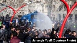 Ադրբեջան - Ոստիկանությունը ցրում է բողոքի ակցիան Բաքվում, 10-ը մարտի, 2013թ.