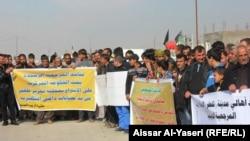 صورة من الأرشيف لنازحين من تلعفر يتظاهرون في النجف للمطالبة بتحرير منطقتهم من داعش