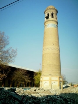 The historical minaret has stood in Andijon since the 1200s. (click to enlarge).