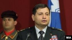 Началникот на ГШ на Словенија генерал-мајор Алојз Штеинер