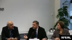 David Kakabadze of RFE's Georgian Service sits with the Georgian Deputy Prime Minister Giorgi Baramidze and Nina Nakashidze, Georgia's Ambassador to the Czech Republic