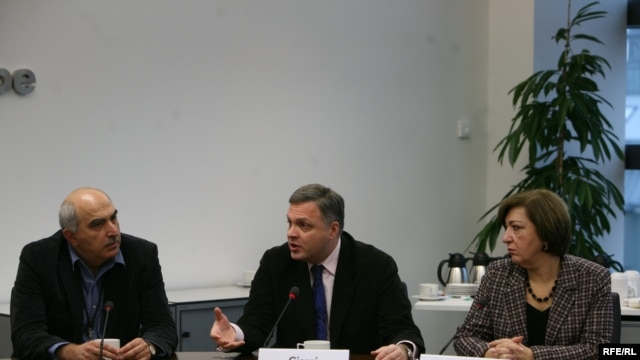 David Kakabadze of RFE's Georgian Service sits with the Georgian Deputy Prime Minister Giorgi Baramidze and Nina Nakashidze, Georgia's Ambassador to the Czech Republic