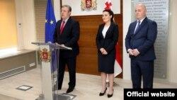 ახალი მინისტრების წარდგენა. (მარცხნიდან) გიორგი კვირიკაშვილი, ქეთევან ციხელაშვილი და ლევან იზორია