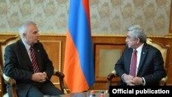 Президент Армении Серж Саргсян (справа) и руководитель делегации ЕС, посол Петр Свитальски, Ереван, 13 января 2016 г. (Фотография - пресс-служба президента Армении)
