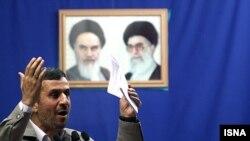 محمود احمدینژاد، رئیس جمهوری اسلامی ایران در سخرانی روز قدس. ۴ شهریور ۱۳۹۰.