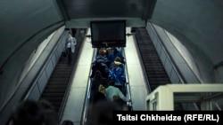 Indigo Fleur günün sonunda Tbilisi çevrəsindəki Varketli metrosundan çıxıb evlərinə gedən işçi axınını yaddaşa köçürüb